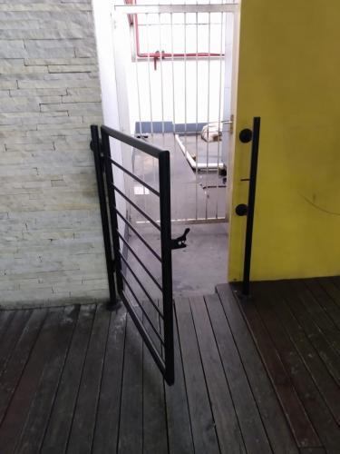 Instalação portão metálico - JPG Corrimão