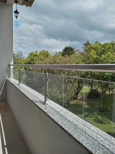 Instalação corrimão em inox com vidro - JPG Corrimão